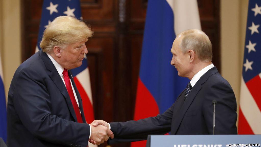 Президент США Дональд Трамп и президент России Владимир Путин (справа) в Хельсинки. 16 июля 2018 года.