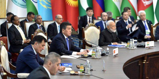 Президент Кыргызстана предложил партнерам ШОС расчеты в национальных валютах