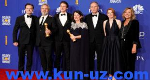 "77th Golden Globe Awards - Photo Room - Beverly Hills, California, U.S., January 5, 2020 - Sam Mendes poses with with his Best Director - Motion Picture award and the cast of ""1917"" pose with their Best Motion Picture - Drama award, also for ""1917."" REUTERS/Mike Blake - HP1EG160DO4KV"